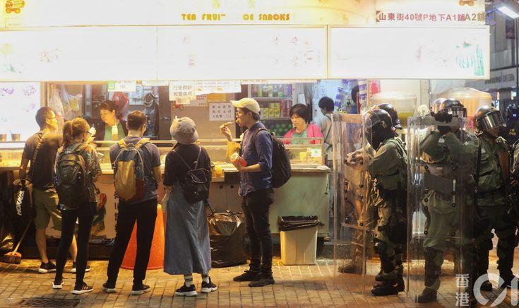 【10.27.全日總覽】旺角衝突愈夜愈烈 警兩次催淚彈射入店舖|香港01|社會新聞 | Crowd