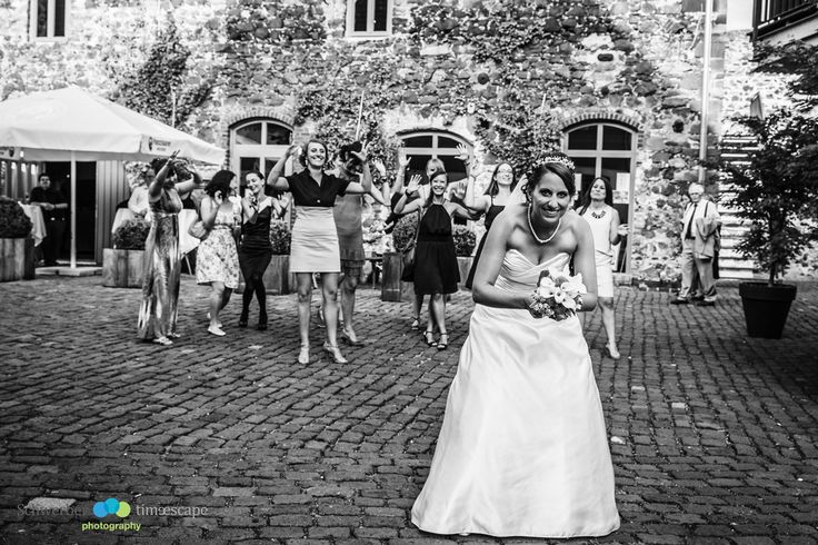 Ready, Set,......Go girls:) I love my job.  www.time-escape.de #zehntscheune #Hochzeitsfoto #Wedding #weddingphotopraphy #Hochzeitsfotos #Hochzeitsfotografie #newlyweds #brideandgroom #vintagewedding #Darmstadt , Hochzeitsfotos / Hochzeitsfotografie / Wedding / Braut / bräutigam / bride and groom /Brautpaarfotos