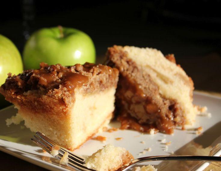 Una ricetta classica quella della torta di mele ma sempre buona. Per scaldarsi con i primi freddi e per godere di tutte le proprietà nutritive delle mele senza rinunciare al gusto e alla dolcezza!