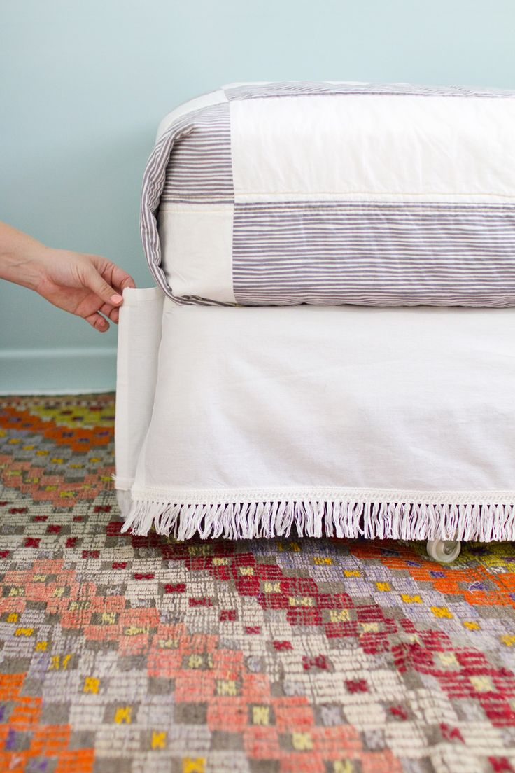 An easy and inexpensive velcro bedskirt tutorial.