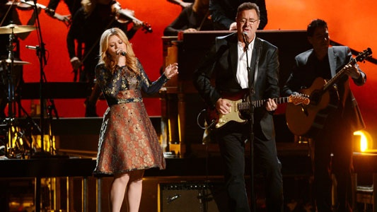 """Kelly Clarkson & Vince Gill's performance of """"Don't Rush"""" on the CMAs is one of my favorites ever. That song is awesome!"""