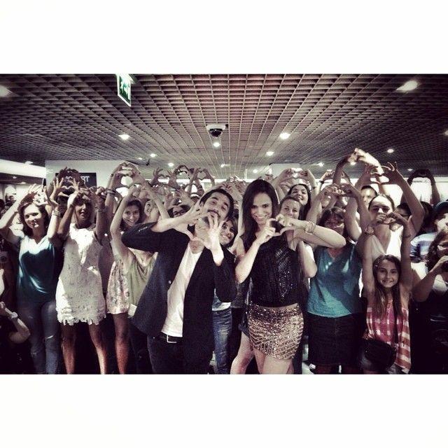 Flow, me n' You. Merci pour vos petits cœurs. Rendez-vous le 1er octobre au dôme de Marseille ;) et à partir du 20 septembre partout en France en tournée avec Mozart L'Opéra Rock. Thanks for coming today From so far for some of You. See u in the Fall tour!! Love MM#me#melissa#mars#melissamars#florent#mothe#florentmothe#mothivés#mozart#opera#rock#mozartoperarock#showcase#marseille#fnac#coeurs#hearts#public#fun#love#lifeisbeautiful#ilovemylife