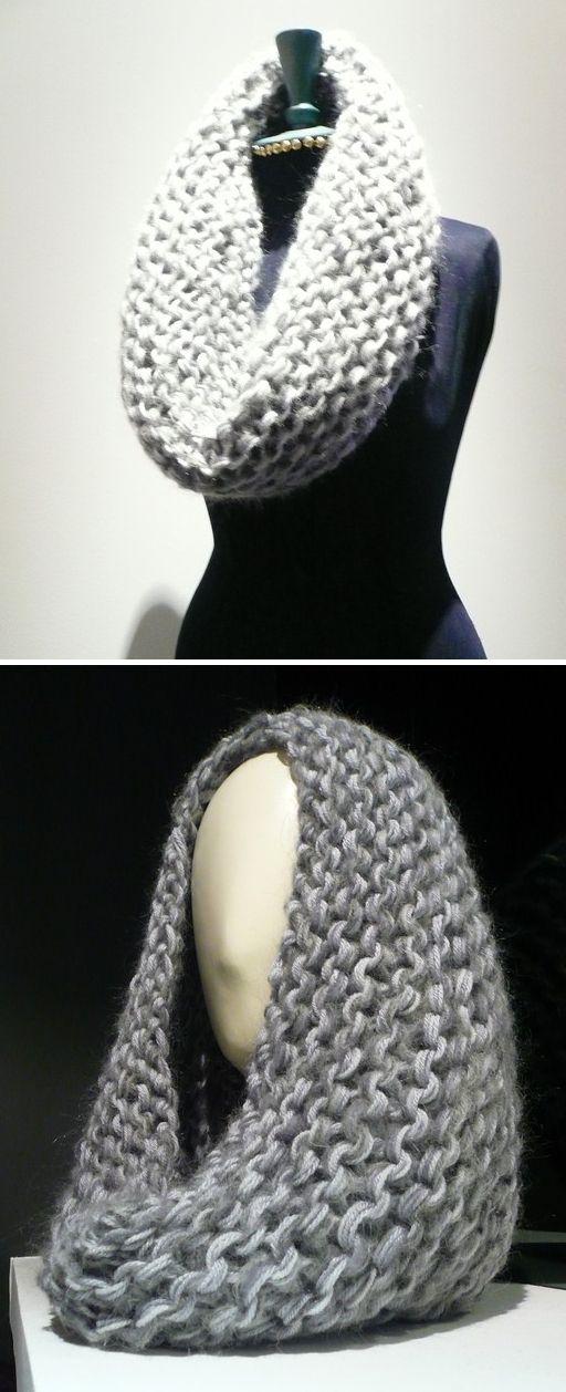 Snood tricoté en point mousse avec de très grosses aiguilles et 5 fils différents, laine et angora et 1 fils cachemire, dans des tons déclinés de granit et gris clair. Le choix de fil différents donne de la profondeur et de la texture à la couleur.