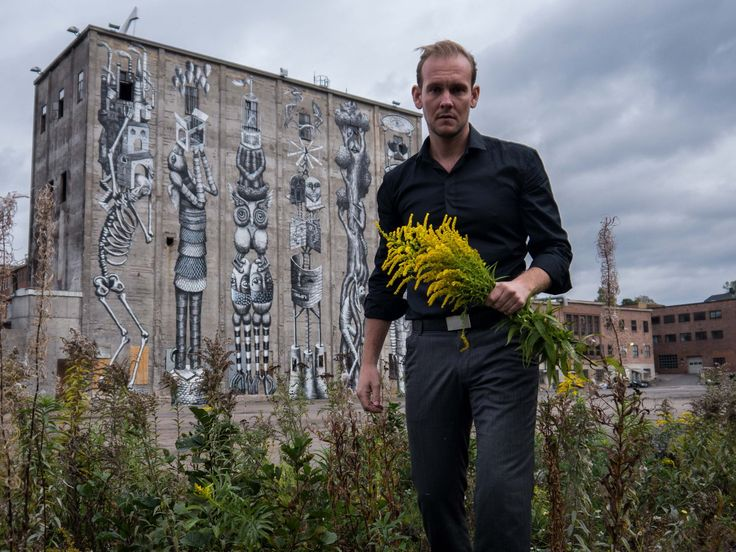 Once upon a time Kenneth Åkerland Berg went out for happypills and came home with flowers instead.