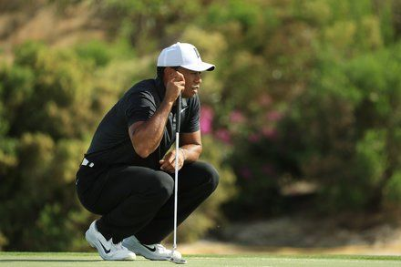 Tiger Woods Returns With an Under-Par Round and a Few Fist Pumps