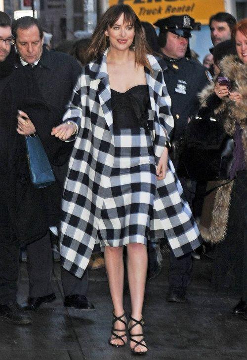 2/17 #ダコタ・ジョンソン #チェック柄コート #チェック柄スカート #ストラップサンダル |海外セレブ最新画像・私服ファッション・着用ブランドまとめてチェック DailyCelebrityDiary*