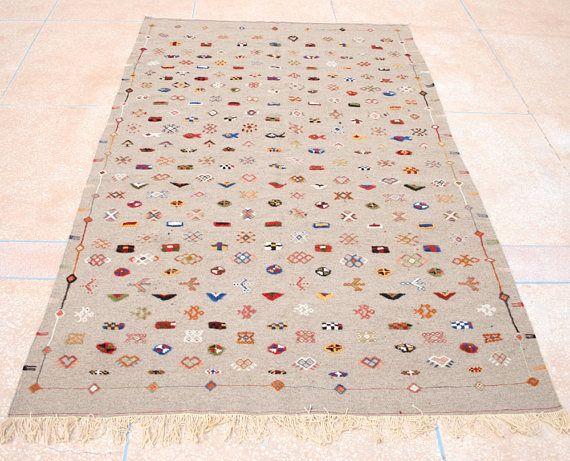 Kelim Teppich, Bestickter Kelim Teppich, Grauer Kelimteppich, Marokkanischer Teppich,  Wandteppich, Wandbehang, 150 x 255