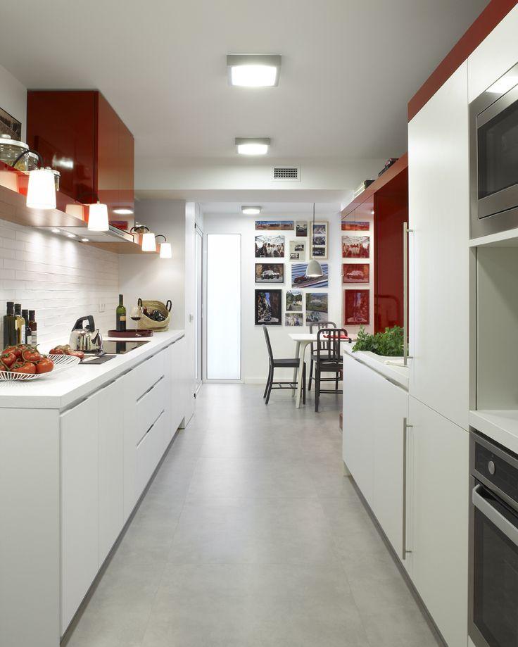 molins interiors interior cocina mesa sillas almacenaje iluminacin
