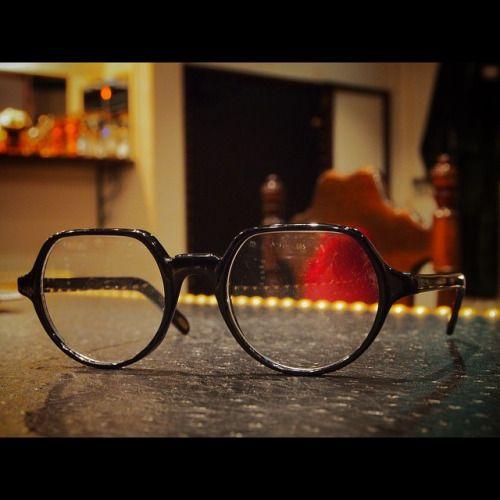 最高品質のフレンチはもちろんも最高だけど、こう言う80年代後期の野暮ったい感じもあえてチョイスするのも面白いかも。 80's borbonese hand made in Italy.   #神戸 #北野 #デッドストック #ヴィンテージサングラス #ヴィンテージメガネ #ヴィンテージ眼鏡  #ヴィンテージアイウェア #ヴィンテージ #サングラス #メガネ #眼鏡 #アイウェア #vintage #deadstock #vintageframes #vintagesunglasses #vintageeyewear #vintageeyeglasses #speakeasykobe #crownpanto (vintage eyewear store SPEAKEASY)  SPEAKEASY  650-0004  神戸市中央区中山手通2-13-8  エール山手ビル2階  078-855-5759  web site; www.speakeasy-kobe.com  email; info@speakeasy-kobe.com