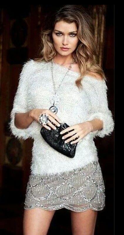 A una falda vistosa o un vestido ponerles este tipo de sweater