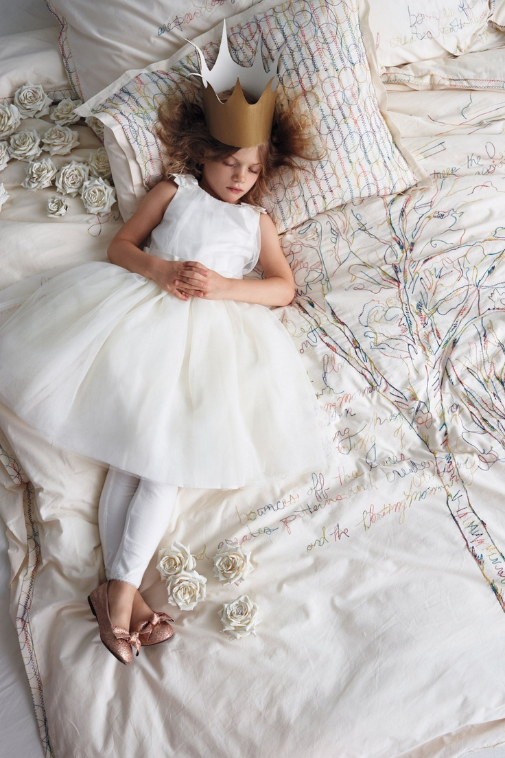 ❥ Queen for a DaySleep Beautiful, Little Girls, Anthology Magazines, Duvet Covers, Holiday Gifts, Holiday Gift Guide, White Dresses, 2012 Holiday, Little Princesses