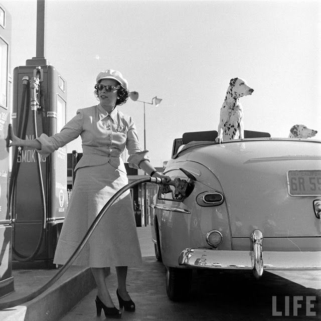 Gilmore Oil's Gas-A-Teria, One of the First Self Serve Gas Stations in Los Angeles, 1948 ~ vintage everyday