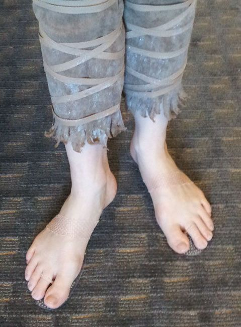 I've had a surprising number of questions about the invisible shoes that I made for my Jack Frost costume.  So, by request, here's a step-by-step tutorial! Many popular costumes call for bare feet ...