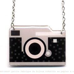 Vendu collier-pendentif geek appareil photo rétro  papier & résine
