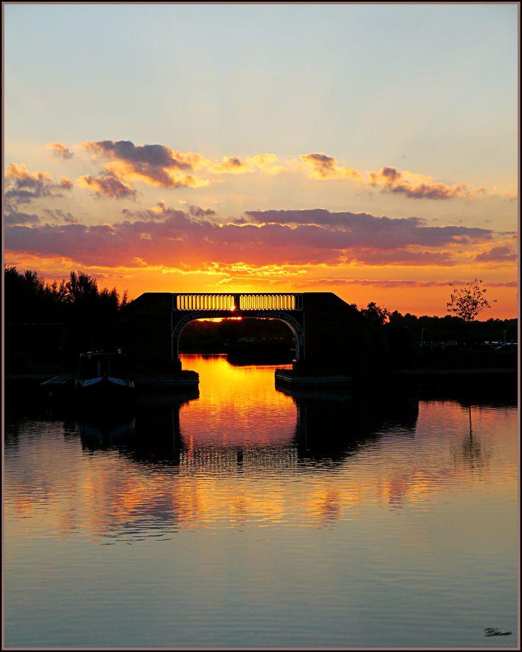 Sunset view - Calcutt bridge @ Calcutt Marina www.calcuttboats.com