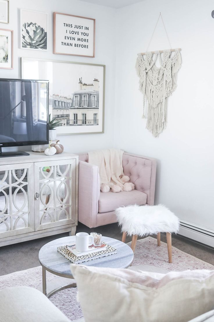 The 25 Best Shabby Chic Feminine Gallery Wall Ideas On
