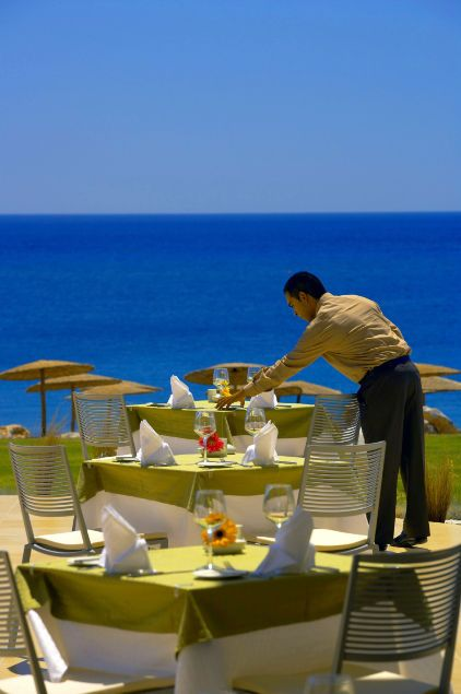 Fresh Mediterranean Restaurant, located on the ground floor, is a remarkable open air à la carte restaurant serving lunch based on a smart-casual Mediterranean & local cuisine