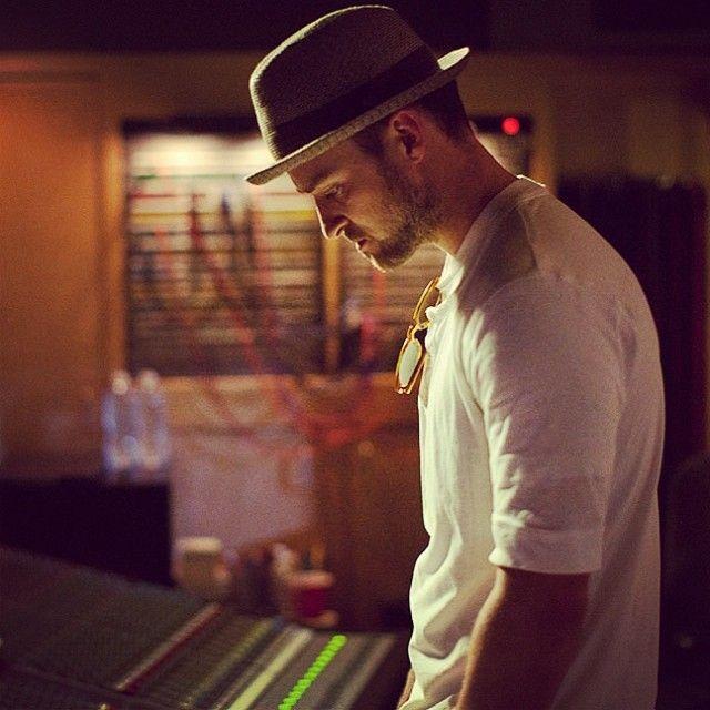 Justin Timberlake - Until The End of Time (https://www.youtube.com/watch?v=iZTHoPQ5sY8) Você é uma pessoa apaixonante... Sua forma de olhar as coisas, seu jeito carinhoso, todo o seu cuidado, sua entrega...