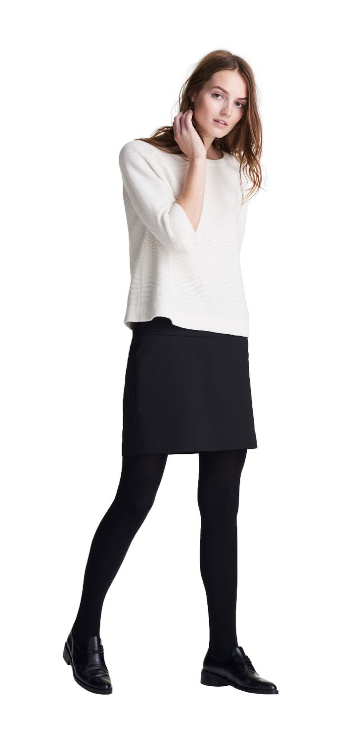 Damen Outfit Feminin-unkomplizierter Look von OPUS Fashion: weißer Strickpullover, schwarzer Rock