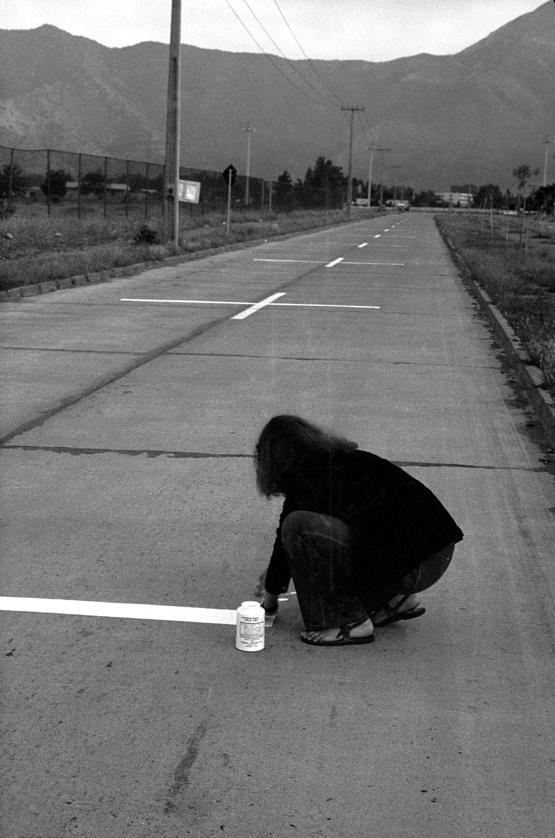 """""""Una milla de cruces sobre el pavimento"""" (1979), Lotty Rosenfeld y colectivo CADA."""