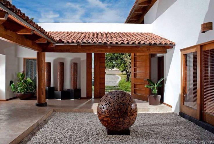 patio del acceso : Casas de estilo moderno de Taller Luis Esquinca