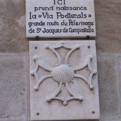 Le Puy en Velay est au départ d'un Chemin vers Saint Jacques de Compostelle, la via Podiensis reconvertie en GR 65.