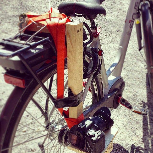 L'arte dell'arrangiarsi quando si deve girare un video con una bici Emoticon smile #BiciInLanga #VideoPromoLanga