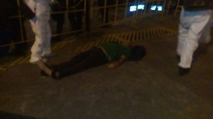 Durante la celebración del partido entre Monarcas Morelia y América, de la jornada 5 del Clausura 2016, falleció un aficionado, tras sufrir un infarto, situación que fue reportada por la ...