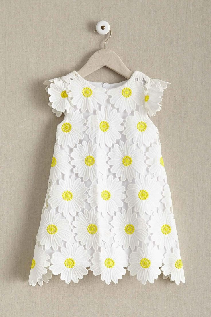 Daisies brighten any day! This cute little flower shift dress is easy-to-wear for any little girl.