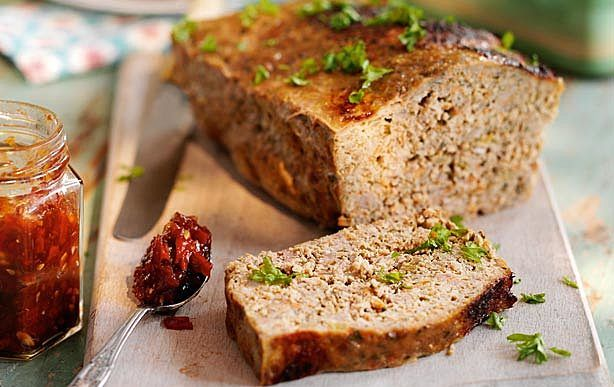 Slimming World meatloaf with tomato and chilli jam recipe | GoodtoKnow
