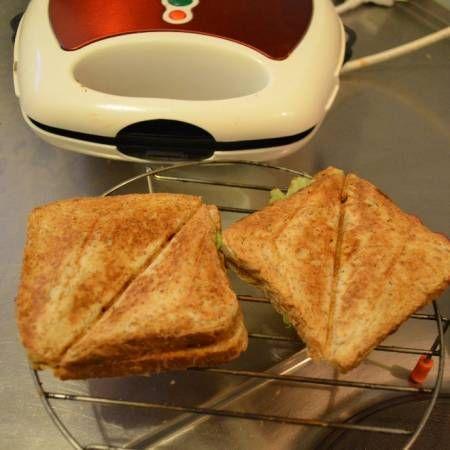 """""""Bekal sekolah kesukaan anak..."""" --Sat Rahayuwati. Lihat selengkapnya di http://dapurmasak.com/resep/6626-resep-roti-sandwich-bakar-1"""