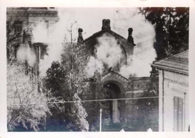 Name: Goeppingen, Germany, a photograph of a synagogue burning during Kristallnacht, 10/11/1938.  Belongs to collection: Yad Vashem Photo Archive  Origin: הארכיון המרכזי לתולדות העם היהודי.
