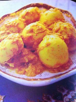 Gerecht printenRendang van eieren is een Indonesisch bijgerecht.Lekker voor bij een groente of rijstgerecht. Maak het zo pittig als je zelf wilt! Informatie Gerecht voor 4 personen bereidingstijd ca. 35 minuten Benodigdheden 10 eieren 2 uien, gesnipperd 3 teentjes knoflook, geperst 2 theelepels sambal oelek 1 theelepel laos 1 theelepel koenjit 1 theelepel djahe 2 …