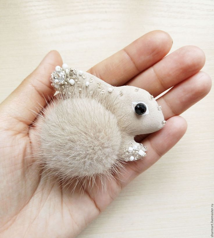 Купить Кожаная брошка Зайка - комбинированный, зайка, брошь заяц, весеннее украшение, весенняя брошь