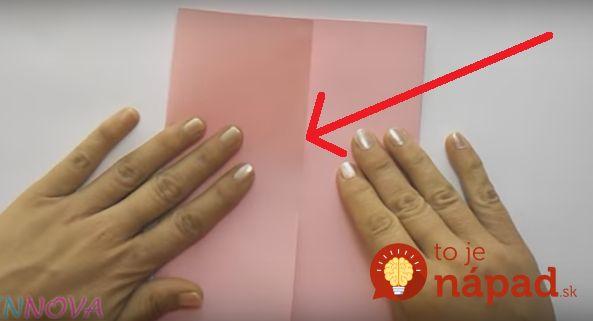 Na balenie darčekov tento rok nepotrebujete žiadnu pomoc profíkov z nákupných centier a dokonca ani špeciálne ozdobné tašky alebo krabičky, ktoré vás v konečnom dôsledku môžu vyjsť poriadne draho. Stačí, ak sa naučíte tento jednoduchý trik!