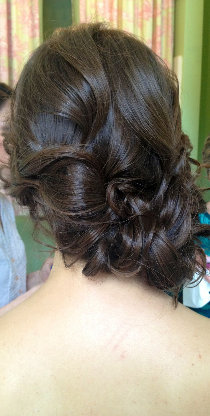 Messy wedding hair, wedding hairstyle to the side, chignon, romantic wedding hair