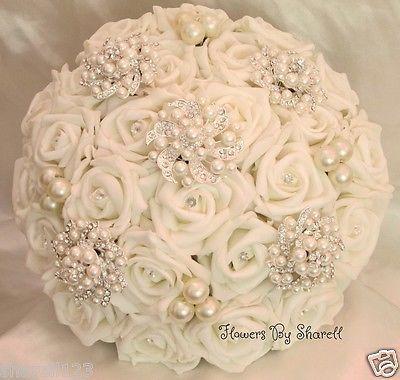 WEDDING FLOWERS WEDDING BOUQUET BRIDES VINTAGE POSY PEARLS BROOCHES DIAMANTES