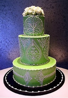 18. A traditional or non-traditional cake    {complementary color with victorian accent icing}  #modcloth #wedding