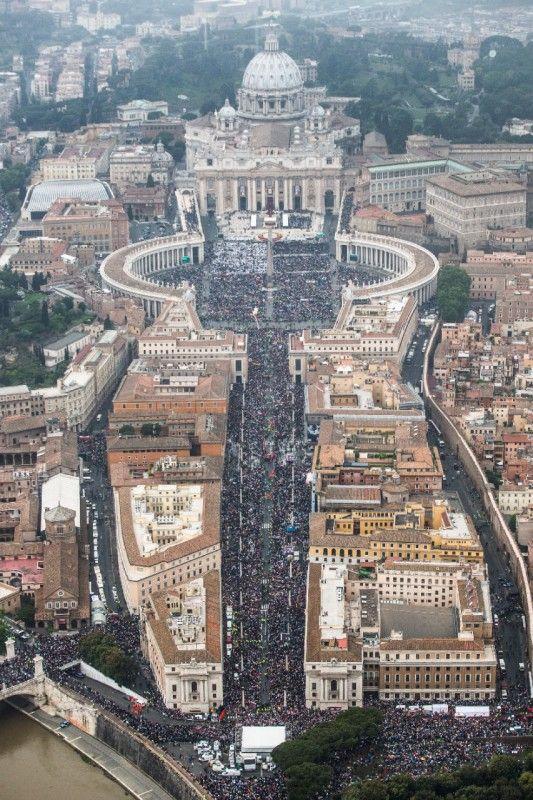 #Johnxxiii #JohnPaulII #2PopeSaints | Photo -- St. Peter's Square (April 27, 2014)