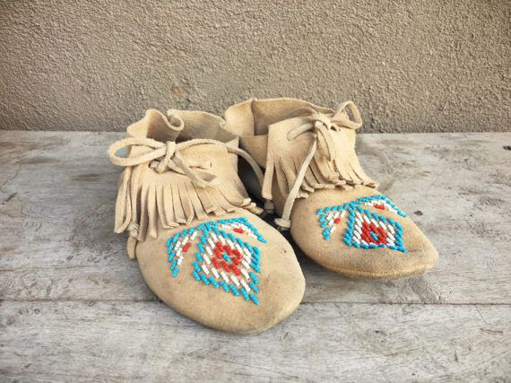 Vintage beaded moccasins Women Size 6.5 to 7 suede leather, fringe moccasin, Native American Indian boot, boho short moccasin, Taos moccasin