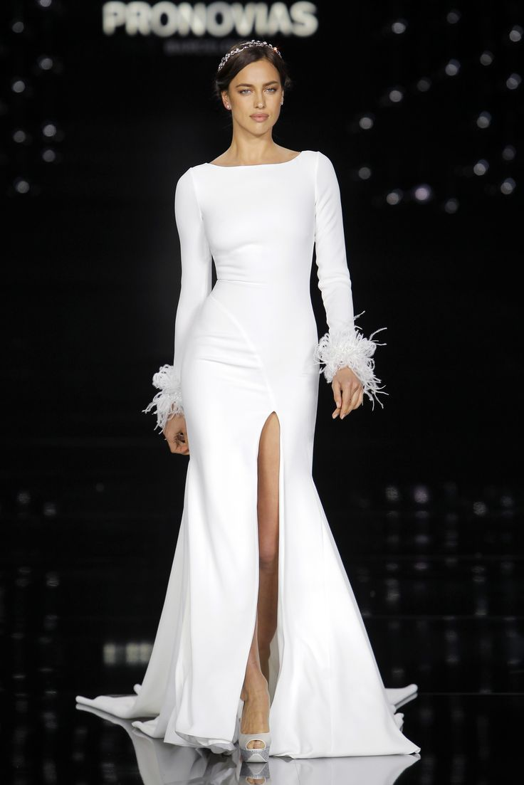 Irina Shayk in Nuria dress made of crepe, embroidery and feathers.