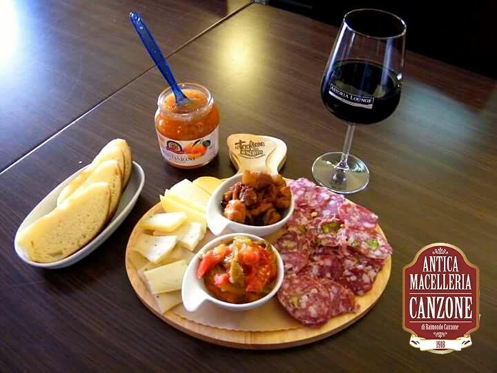 Al Karapè l'aperitivo è a base di Antica Macelleria Canzone! #Caccamo #salumi #aperitivo #aperitif #Sicilia #sicily #siciliabedda #taste #gusto #wine