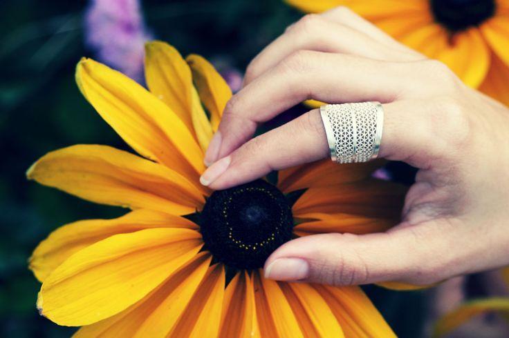 Handmade Filigree ring made by Colombian Artisans.  www.momposina.co.uk @momposina_uk #sterlingsilver #Colombia #handmadejewellery #filigree #socialenterprise #momposina #artisans