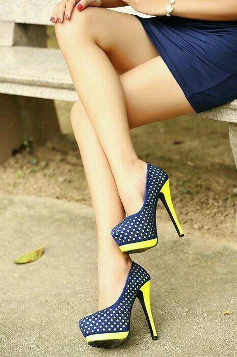 En bleu et jaune à petits pois