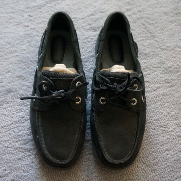 Sperry Top Sider Bluefish 2 Eye Black Boat Shoes Barely Worn. Like New condition. Look great with jeans and skirts. very versatile Sperry Top-Sider Shoes Flats & Loafers