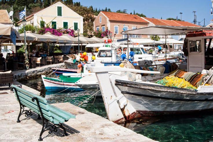 Fiskardo, un tranquillo e coloratissimo villaggio di pescatori a #Cefalonia http://www.travelstories.it/2014/09/cose-da-sapere-su-cefalonia-unisola-non.html #fiskardo #kefalonia #greece