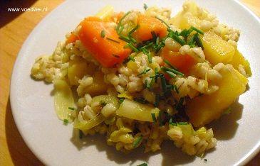 Veel (vergeten) groenten samen met gerst in een Koolraap stoofschotel...