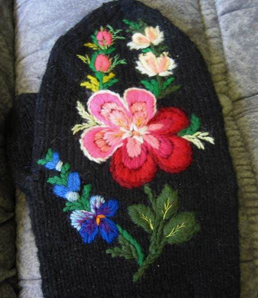 Swedish pair MITTEN wool EMBROIDERY Dala Floda