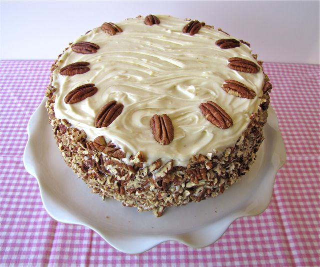 Hummingbird Cake for Easter - the frosting is very tropical - it's a cream cheese frosting with a unique blend of bananas, pineapple and pecan nut.  Very Tasty tutorial!