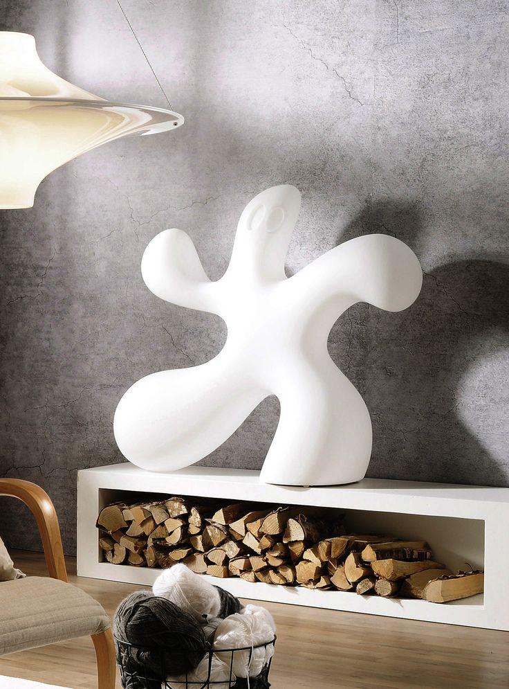 Ghost-valaisimessa on Eero Aarniolle tyypilliset pehmeät muodot. Toisinpäin käännettynä valaisin on ilmeeltään vähemmän aavemainen. reddot design award winner 2012. Design Eero Aarnio